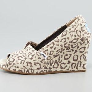 TOMS Snow Leopard Peep Toe Wedges Shoes Size 6